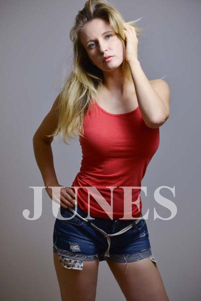 カトリーナ ブルード(Katrina Bourdo)の写真