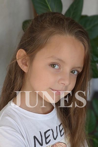 スカーレット クレスポ(Scarlett Crespo)のサムネイル写真